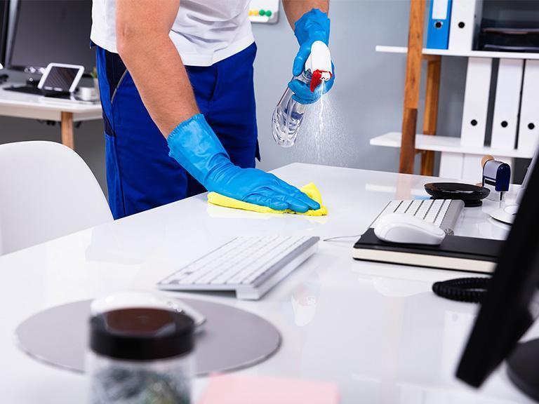 Mycie biurka